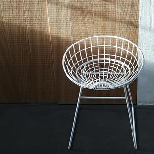 A white metal km05 stool by Cees Braakman