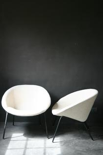 Pair of newly white linnen upholstered fauteuils