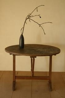 Wine table with linnen top.